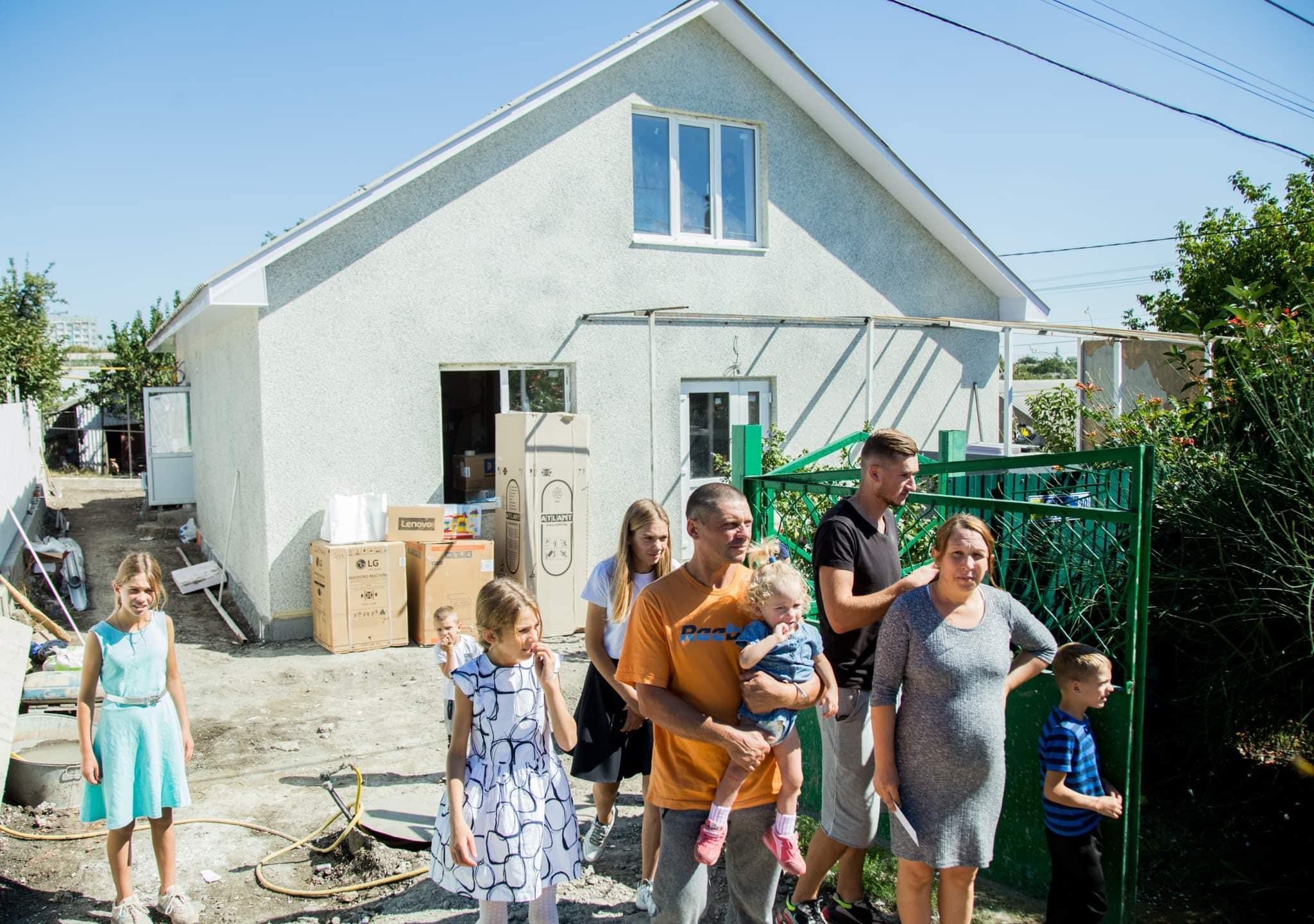 Președintele țării a mers în vizită la familia Bejenaru din Drochia, la care recent a ars casa