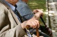 Mai multe categorii de pensionari si persoane cu dizabilitati vor primi un ajutor unic de 900 de lei