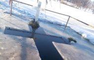 Drochienii s-au scufundat în apele sfinţite de Bobotează